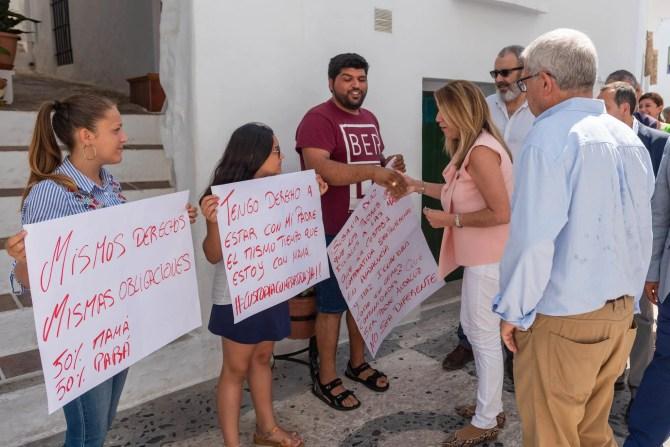 Vecinos de Frigiliana han pedido a la presidenta en su visita la Custodia Compartida. para que los hijos de parejas separadas o divorciadas compartan la vida con sus progenitores en igualdad