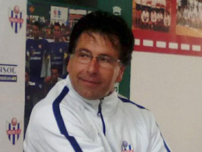 """Ha preguntado si no hay nadie que lo podría haber avisado de su destitución, """"porque no lo han hecho"""". """"El Vélez, un club de 95 años y Lucas Cazorla merecen un respeto"""", apuntilló."""