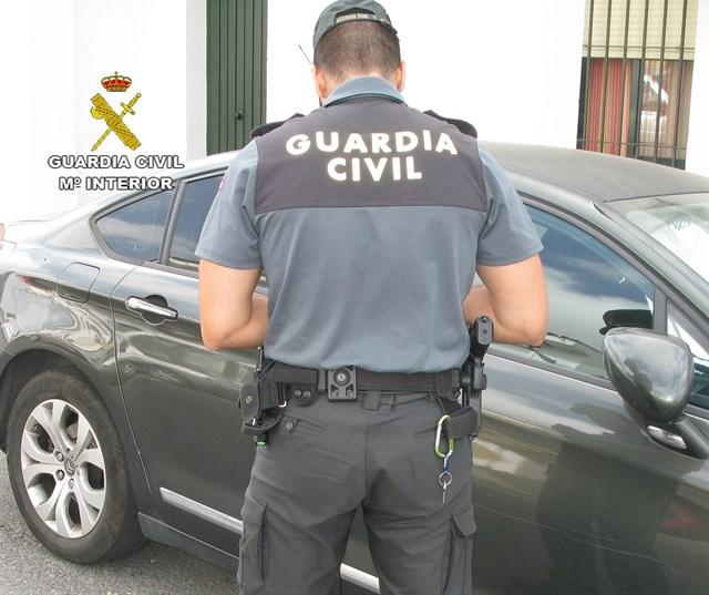 La Guardia Civil detiene en Torrox al autor de varias estafas en la compra de productos por Internet