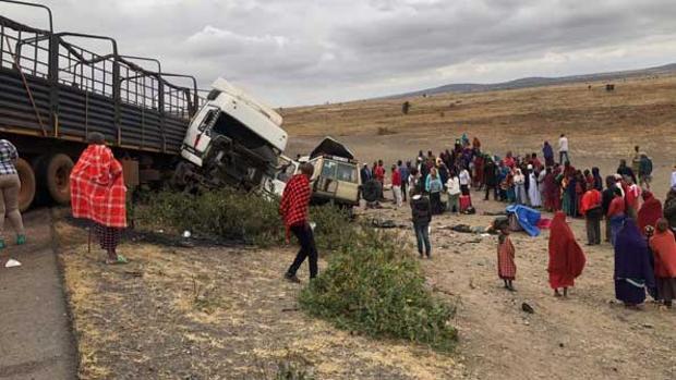 El vehículo en el que viajaban los turistas colisionó con un camión - THE CITIZEN.
