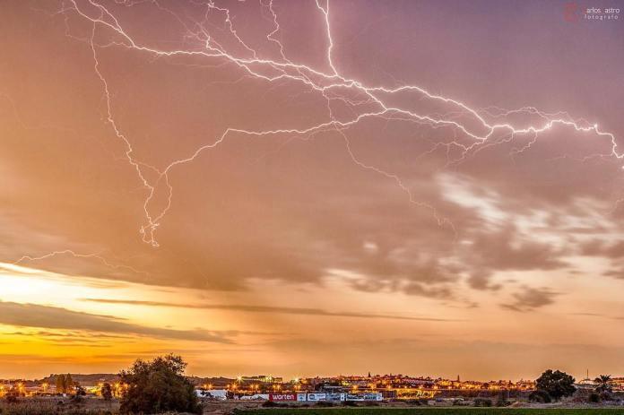 Torrox y Nerja, los municipios de la Axarquía donde más ha llovido durante el fin de semana que deja más de 260 rayos en Vélez-Málaga