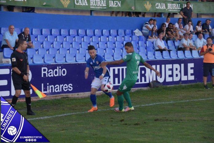 El Vélez C.F pierde contra el Linares Deportivo (2-0)
