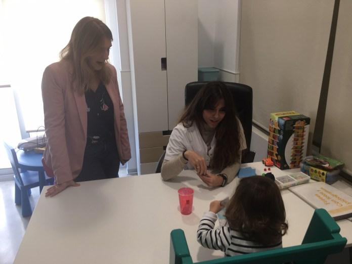 La delegada de Salud ha mantenido una reunión con el colectivo y ha visitado las nuevas instalaciones.