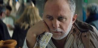 El anuncio de este año cuenta la historia de Juan, que al igual que Bill Murray, se queda atrapado, esta vez en el día 22 de diciembre, el día de la Lotería de Navidad.