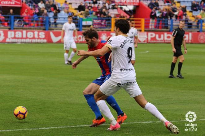 El Málaga CF cayó derrotado ante el Extremadura UD, en el Francisco de la Hera, en la 15ª jornada de LaLiga 1|2|3. Un gol de Kike Márquez en la primera parte dio el triunfo a los locales.