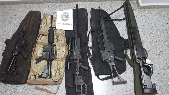 La Policía Local de Rincón de la Victoria ha intervenido cinco armas largas, réplicas de fusiles de asalto, de igual características que sus originales.
