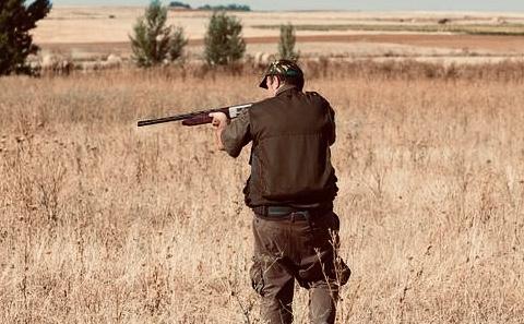 La Policía Nacional detiene en Málaga a una persona por estafas en alquileres de cotos de caza a través de Internet