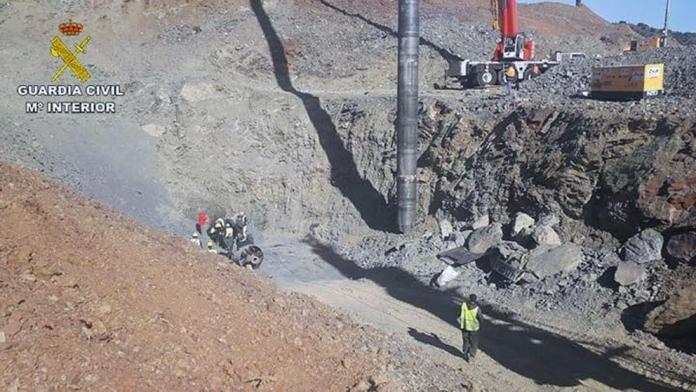 Nueva complicación en el rescate de Julen: Un nuevo saliente por debajo de 50 metros impide actuar a los mineros