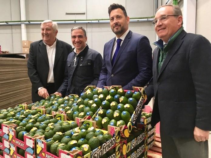 La empresa Sigfrido Fruit de Vélez-Málaga ya luce la placa 'Sabor a Málaga' en sus nuevas instalaciones