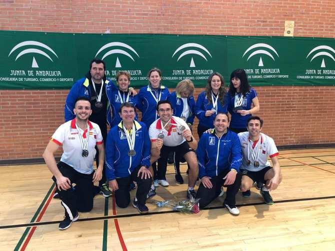 El Club Bádminton Vélez-Malaga hace historia en el Campeonato de Andalucía Senior con 21 medallas
