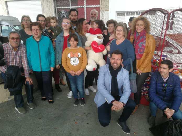 Entrega de los tapones de plástico solidarios a Noa y su familia en Nerja