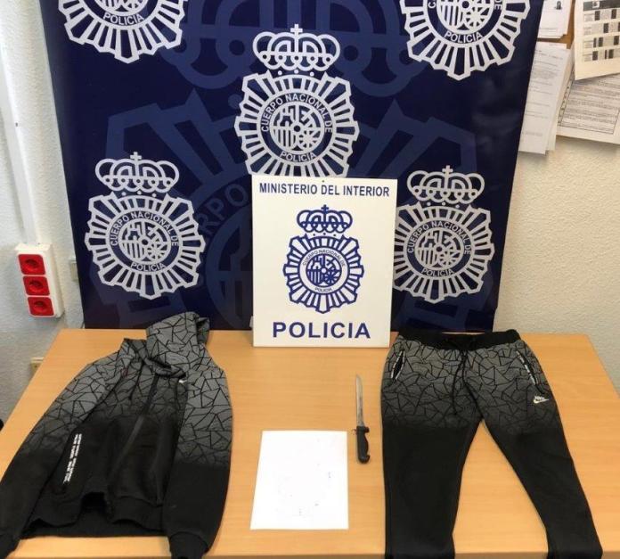El investigado, un español de 32 años, habría robado en cuatro farmacias, un estanco, un centro de belleza y una panadería; la autoridad judicial ha dictado su ingreso en prisión