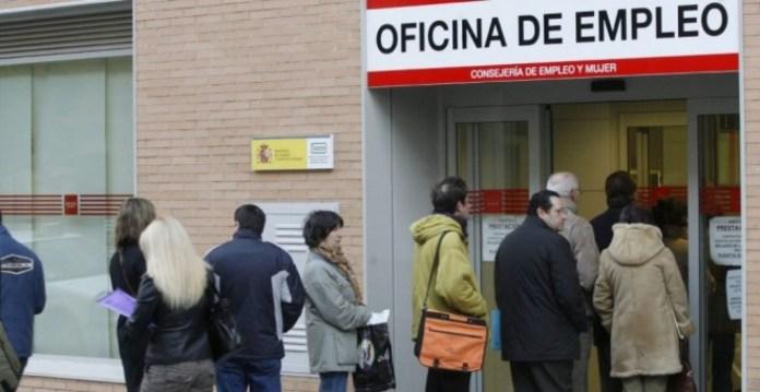 El paro baja en Andalucía en 8.040 personas en marzo