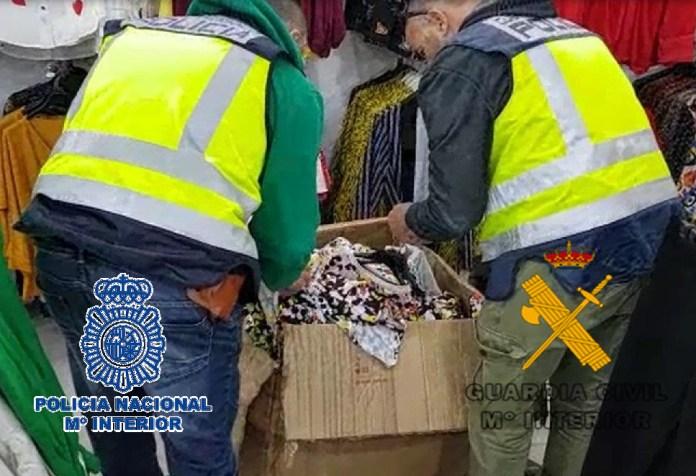 Detenida una mujer que viajaba en un vuelo procedente de Brasil con cocaína impregnada en el forro de cuatro anoraks