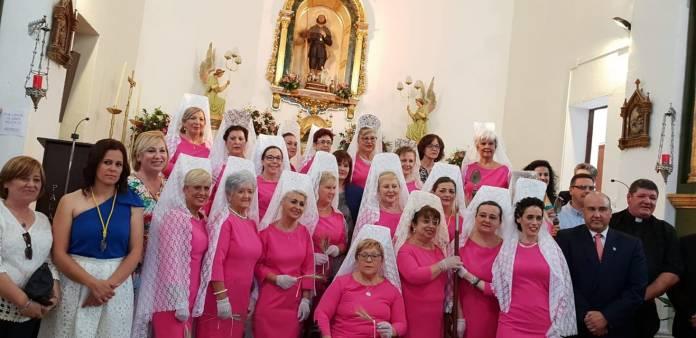 La Asociación de Mujeres con Cáncer de Mama 'Esperanza' acompaña a San Isidro por las calles de Periana