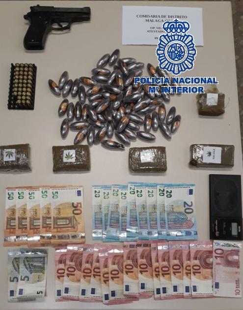 La Policía Nacional desmantela un punto de venta de hachís en la zona oeste de Málaga y detiene a una pareja