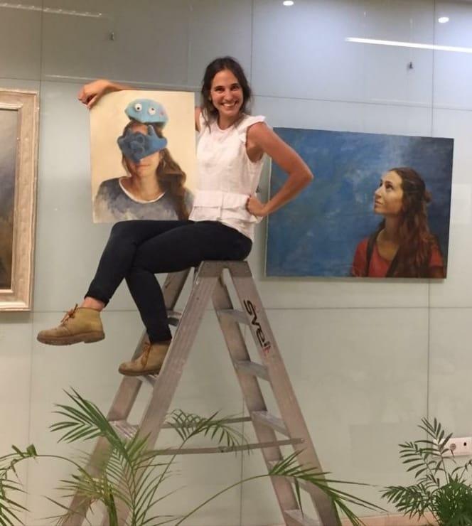 Lucía Bautista expone en el Hospital Comarcal de la Axarquía su obra 'soy…eres…Es'