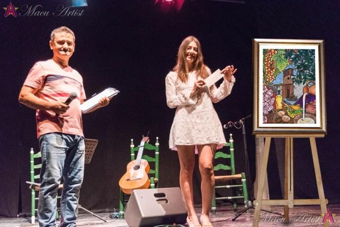 La artista de Triana Macu Fernández Navas, ganadora del Premio de Pintura 'Fiesta del Ajoblanco de Almáchar 2019'