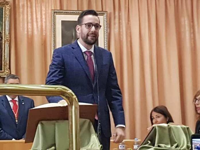 Victor González Fernández tomado posesión de su cargo como concejal socialista del Ayuntamiento de Vélez-Málaga.