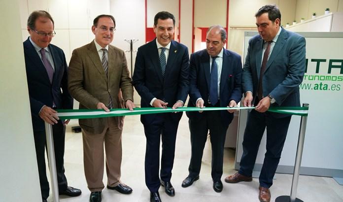 Moreno celebra que Andalucía sea «pionera» en la unión de autónomos y empresarios para la creación de empleo
