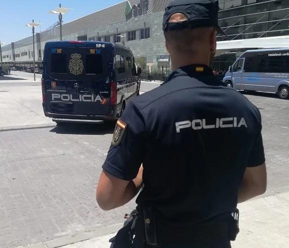 La Policía Nacional detiene a dos personas por simular ser víctimas de un delito contra el patrimonio para estafar a sus aseguradoras