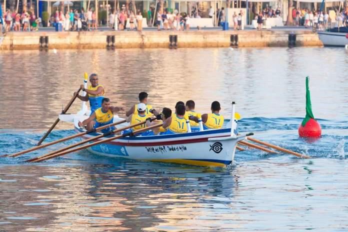 El Club de Remo Faro de Torre del Mar reñirá en sus propias aguas una de las más emocionantes regatas de la competición provincial