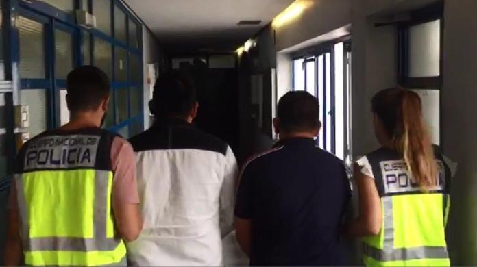 La Policía Nacional detiene en Marbella a tres hombres por desfigurar a golpes la cara a un joven