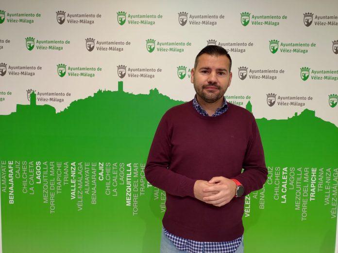 El Ayuntamiento de Vélez-Málaga da un paso más para el arreglo del césped del Vivar Téllez