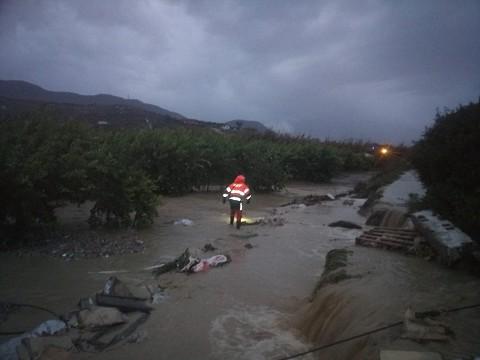 El Consorcio de Bomberos interviene en una decena de incidencias desde la madrugada al mediodía por las intensas lluvias