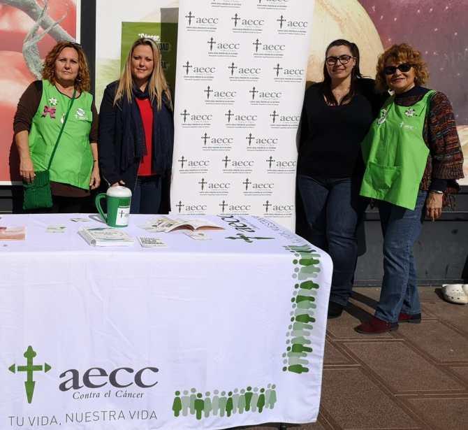 Rincón de la Victoria celebra el Día Mundial contra el Cáncer con una una mesa informativa