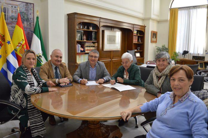 El Ayuntamiento de Rincón de la Victoria firma un nuevo convenio de colaboración con el Economato Social aumentando la subvención hasta los 180.000 euros