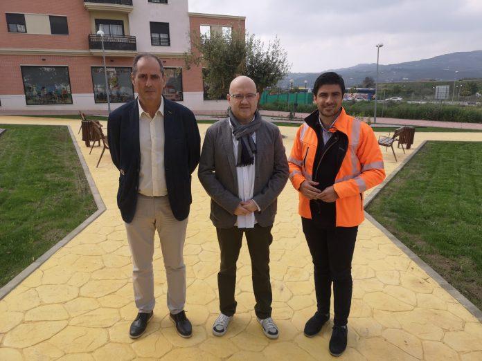 Medio Ambiente instala un nuevo parque y zonas verdes en la calle 'Juan Coín Gallego' de Vélez-Málaga