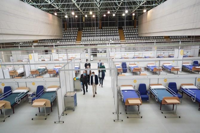 Moreno visita el Hospital Auxiliar de Carranque y destaca la previsión y anticipación con la que actuado el Gobierno andaluz frente al coronavirus