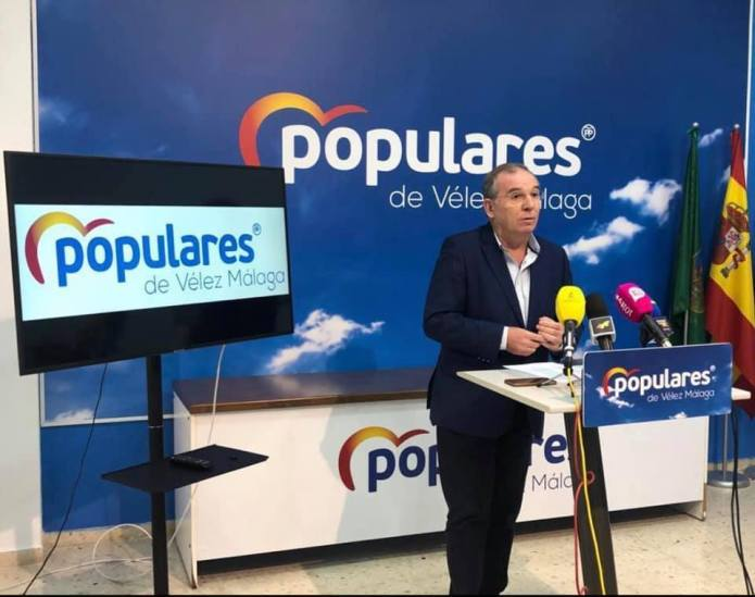 Moreno y Atencia aprovechan el estado de alarma para consumar un nuevo recorte de derechos a los vecinos de Vélez-Málaga