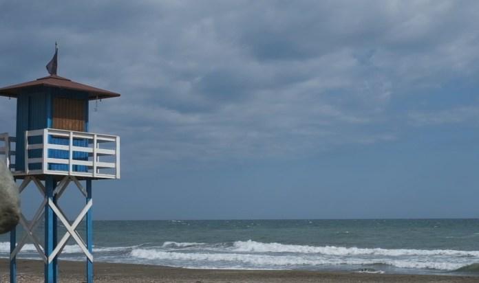 Rincón de la Victoria refuerza la partida para los servicios de salvamento, socorrismo, prevención y vigilancia de las playas para la temporada estival