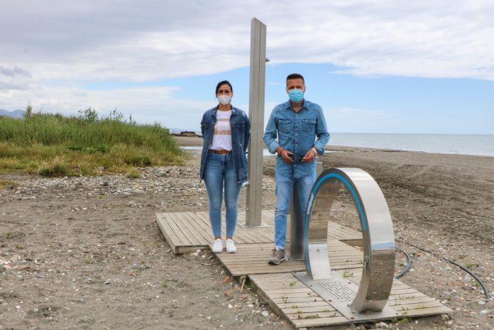 La playa canina de Torrox, libre de parásitos e insectos