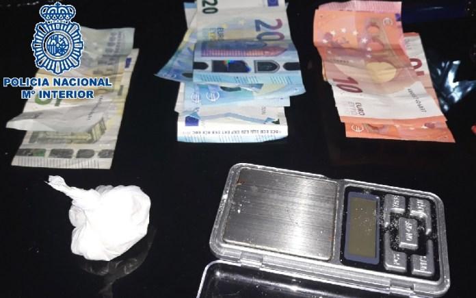 La Policía Nacional desmantela un punto de venta de cocaína en Málaga y detiene a sus responsables