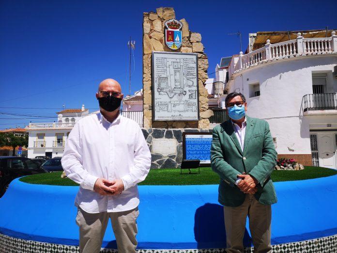 Torre del Mar lleva a cabo mejoras en el monolito de la Plaza de la Axarquía