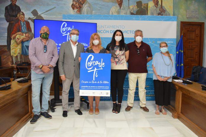 Rincón de la Victoria presenta la nueva campaña de concienciación y apoyo al comercio local 'Cerca de ti'
