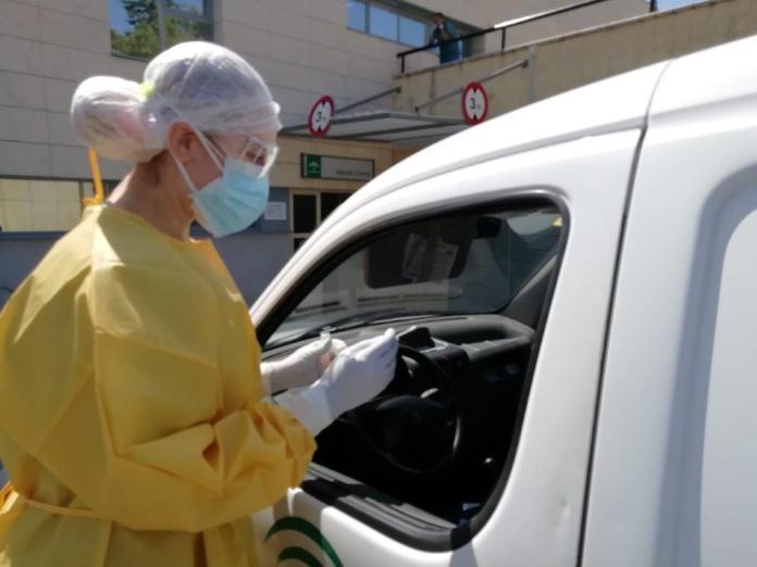 El Área Sanitaria Málaga-Axarquía realiza más de 1.400 pruebas PCR en sus nueve 'auto-COVID'