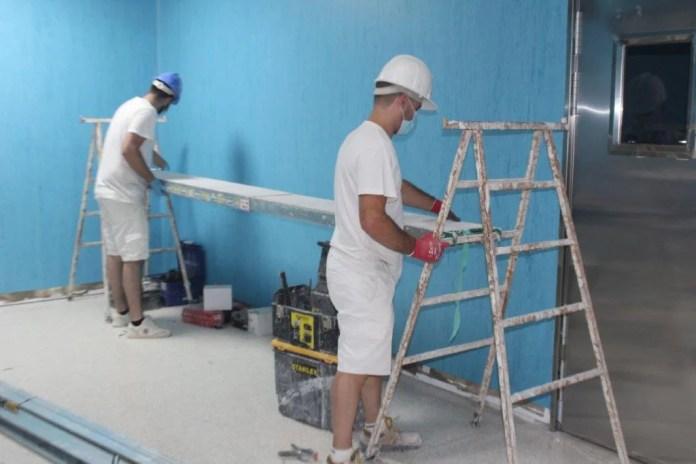 El Área Sanitaria Este de Málaga-Axarquía inicia la obra de un nuevo quirófano