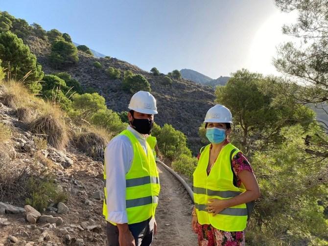 Comienza la instalación del puente colgante de 50 metros que une Canillas de Aceituno y Sedella a través de la Gran Senda
