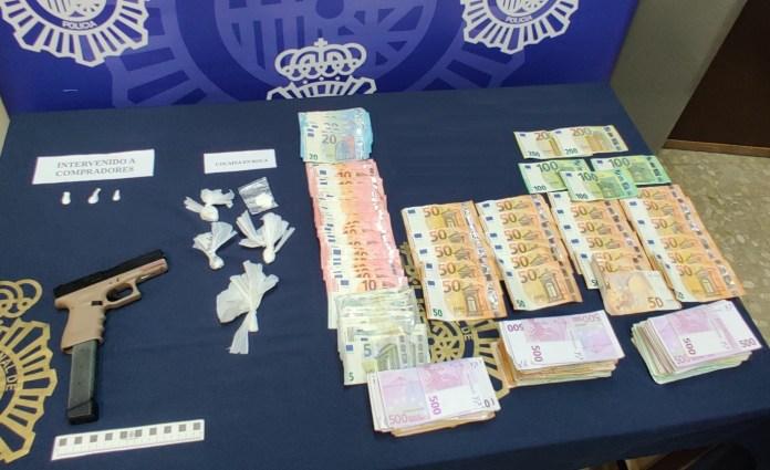 La Policía Nacional interviene más de 135.000 euros en efectivo en un inmueble en Málaga en el que se distribuía droga al por menor