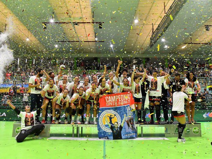 El equipo malagueño se proclama campeón de la Copa de la Reina y suma el primer título de su historia. /Club Balonmano Femenino Rincón Fertilidad.