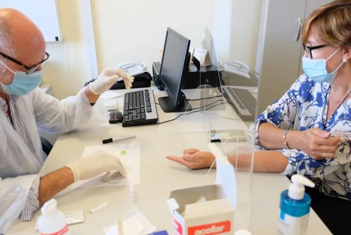 A partir del lunes comenzarán los test Covid19 para profesionales de educación secundaria y el resto de enseñanzas no universitarias de Málaga