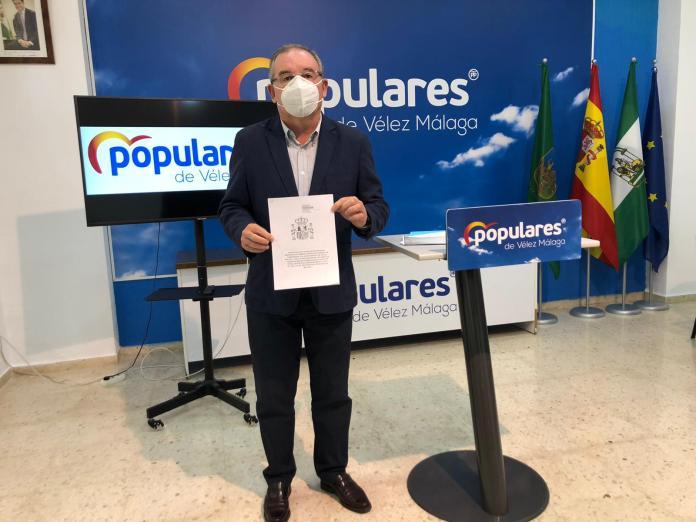 El PP de Vélez-Málaga presenta un plan económico para combatir la crisis en el municipio