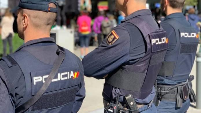 Dos detenidos de 31 y 32 años por conducír de forma temeraria y llevar droga en el vehículo