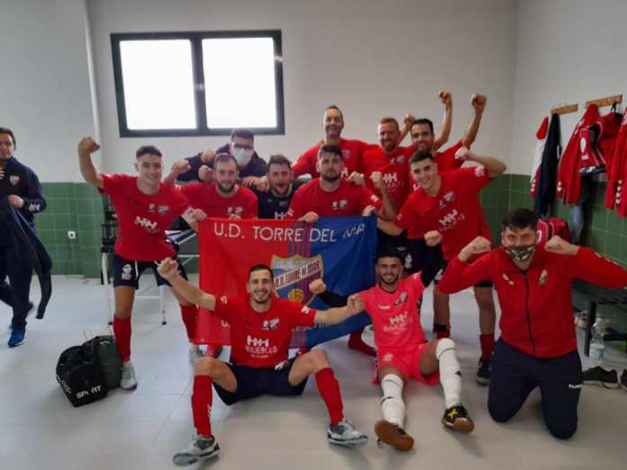 El equipo de fútbol sala de la UD Torre del Mar se coloca en el primer puesto de la tabla