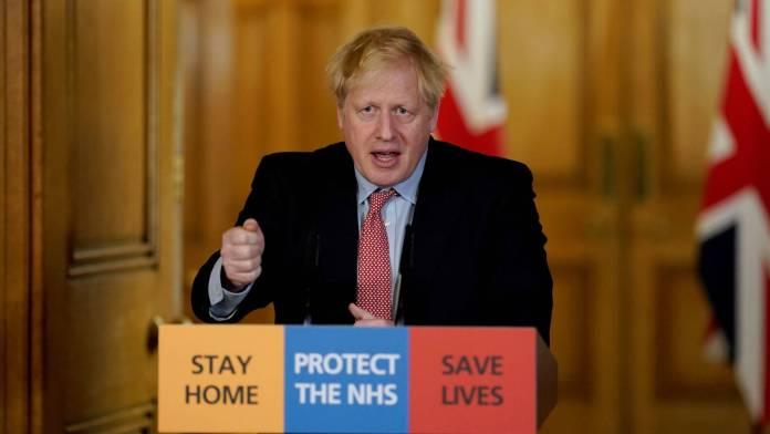 Reino Unido estudiará aplicar el tratamiento en sus pacientes covid.