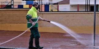El Ayuntamiento de Rincón de la Victoria refuerza el servicio de limpieza